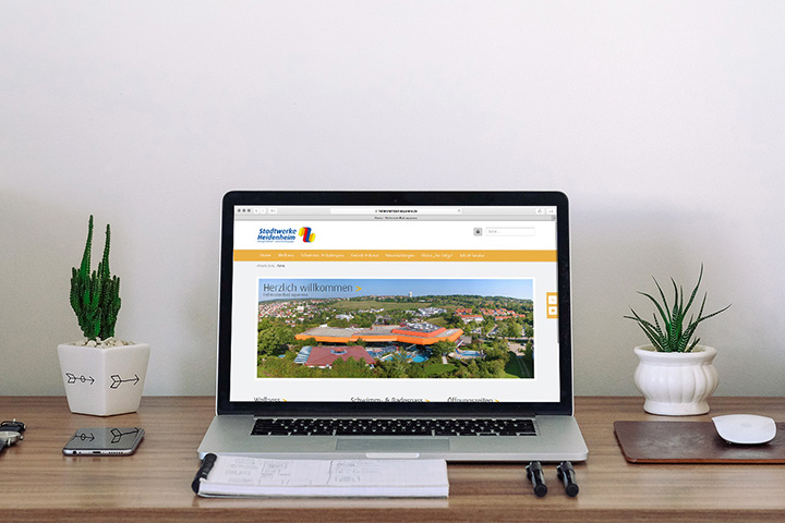 Responsive Website Stadtwerke auf MacBook Pro
